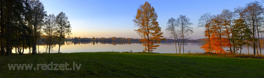 Panorama Lake of Stameriena in autumn