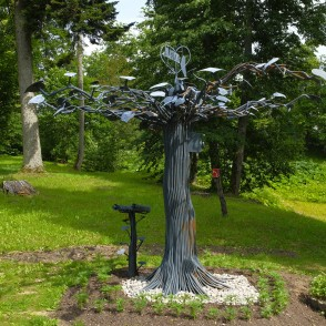 "Sculpture ""Mīlas Koks (Love Tree)"" in Kazdanga manor park"